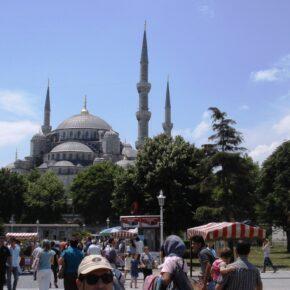 Istanbul: Übernachtung im zentralen 3*-Hotel mit Pool & Frühstück für 16 € - 3 Tagesreise mit Flug für nur 110 €