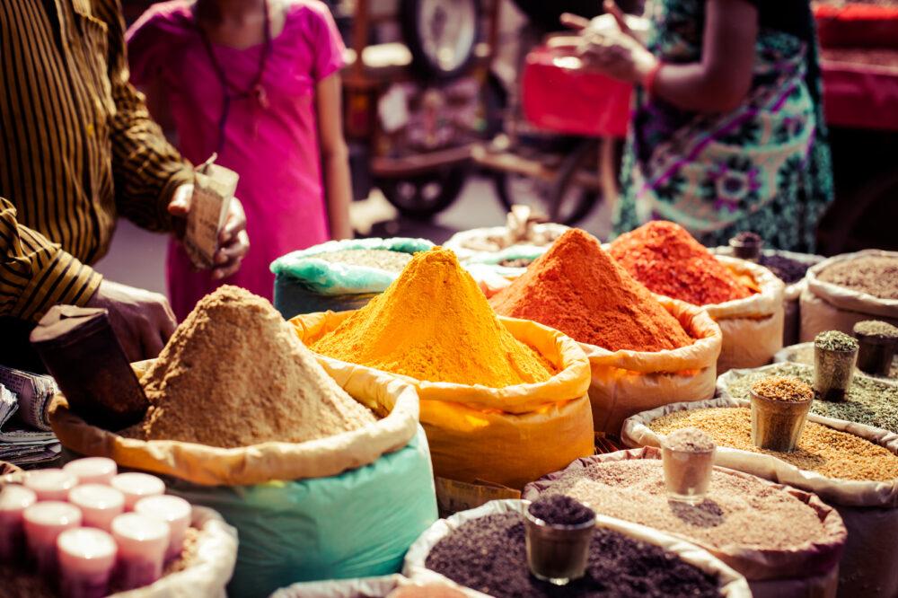 Gewürze auf Markt in Afrika / Marokko