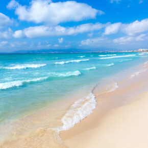 1 Woche Mallorca im beliebten 3* Hotel mit Halbpension, Rail & Fly und Flügen nur 283 €