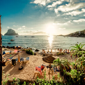 Spanien: 8 Tage auf Ibiza im 3* All Inclusive Hotel mit Flug, Transfer & Zug nur 399€