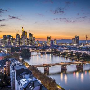 Wochenend-Trip: 3 Tage Städtereise Frankfurt mit Taunus Therme & 4* Hotel inkl. Frühstück ab 85€