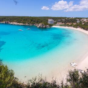 Spanien: 11 Tage Menorca im guten 3* Hotel mit Flug, Transfer & Zug nur 217€
