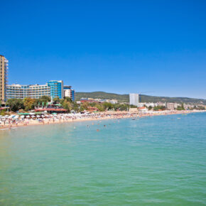 Familienurlaub: 1 Woche Goldstrand im 4.5* AWARD Hotel mit All Inclusive, Flug & Transfer nur 254€