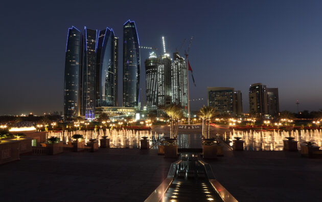 Skyline Abu Dhabi bei Nacht