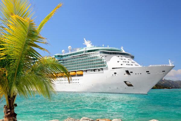 Kreuzfahrtschiff im Hafen