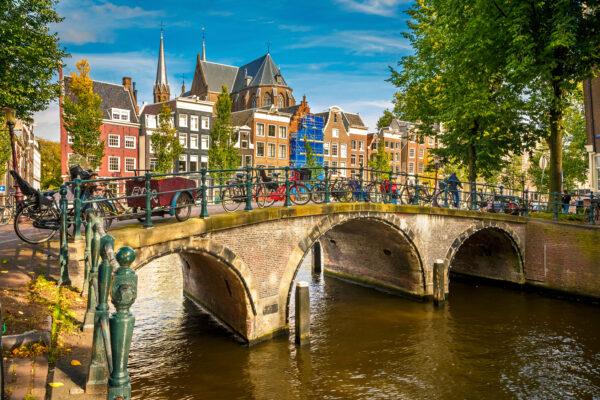 Amsterdam Kanal am Tag