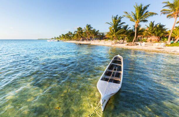 Mexiko Fischerboot am Strand
