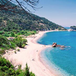 Juli: 7 Tage Samos im TOP 3* Hotel (96 %) inkl. Halbpension, Flug & Transfer nur 333€