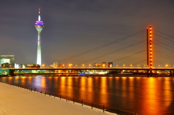 Städtetrip Düsseldorf Rhein Rheinturm