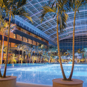 Therme Erding Hotel Victory_Blick_ueber Wellenbecken Victory Schiff