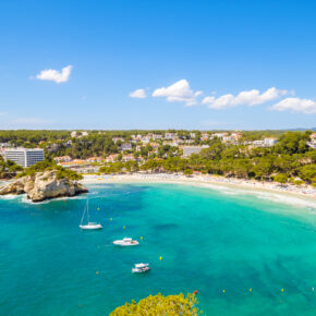 Flüge nach Menorca: Hin- und Rückflug inkl. Gepäck nur 49 €