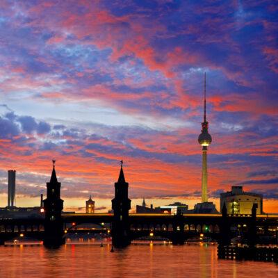 Oberbaumbrüke in Berlin bei Nacht
