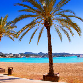 Partyurlaub: 3-4 Tage Ibiza inkl. Flug, Hotel & Frühstück nur 106€
