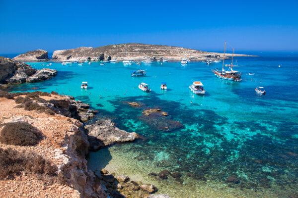 Blaua Lagune Comino Malta mit Booten