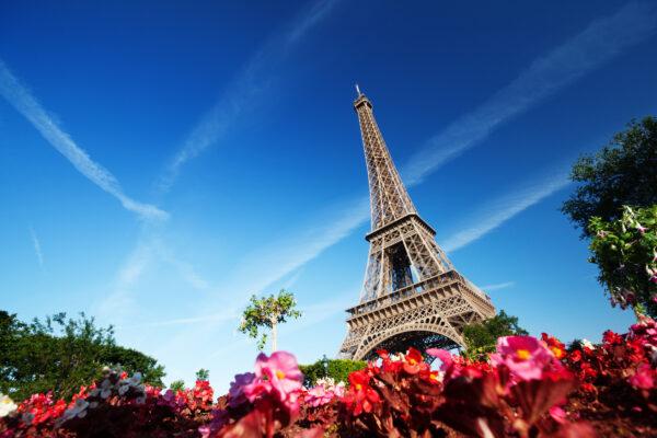 Eiffelturm im Sommer Paris