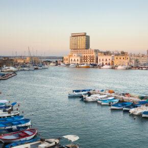 Italien: 8 Tage im guten 4* Hotel am Meer mit Frühstück & Flug nur 120€