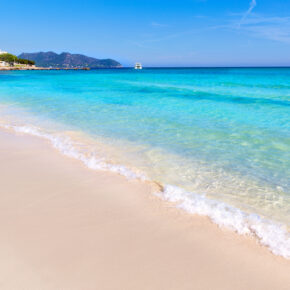 Lastminute Mallorca: 13 Tage im 4* Hotel mit All Inclusive, Flug & Zug für nur 393 €