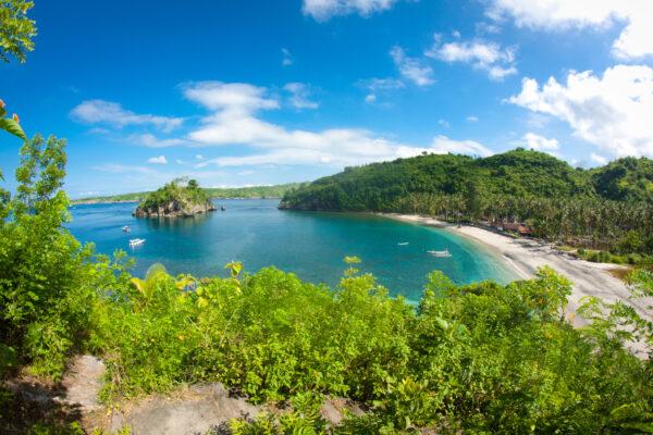 Tropischer Strand auf Bali