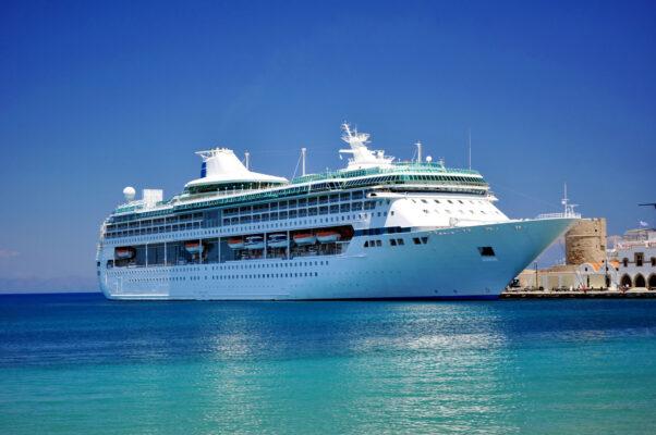 Kreuzfahrt Schiff auf dem Meer
