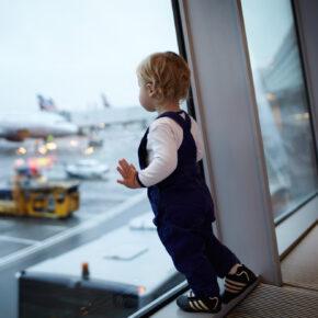 Mit Baby in den Urlaub fliegen – mit diesen Tipps kein Problem!