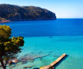 Mallorca: 7 Tage im TOP 3* Hotel in Cala Ratjada mit Halbpension, Flug, Transfer & Zug nur 201€