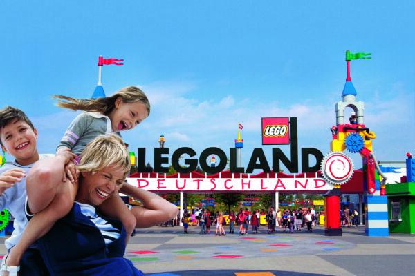 Legoland Parkeingang Familie