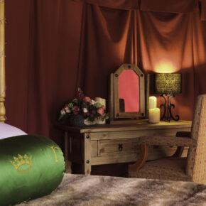 Leed Glamping Castle Tisch