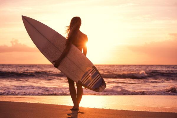 Frau am Strand auf Gran Canaria