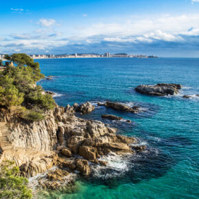 Costa Brava: 6 Tage Malgrat de Mar mit TOP 4* Hotel, Halbpension, Flügen & Transfer für 248€