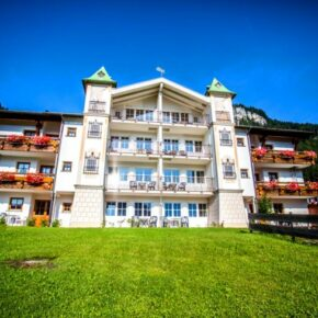 Alpenhotel Front