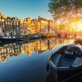 Städtetrip Amsterdam: 2 Tage im 3* Designhotel mit Frühstück & Grachtenrundfahrt ab 49€