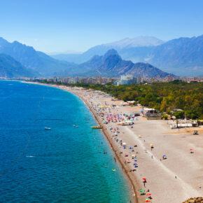 Single: 7 Tage Türkei im 5* Crown Hotel am Strand mit All Inclusive, Flug, Transfer & Zug nur 347€
