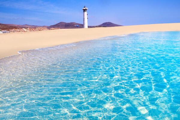 Morro Jable Strand mit Leuchtturm auf Fuerteventura