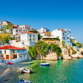 Hammerpreis: 7 Tage auf der griechischen Insel Skiathos mit Flügen & Hotel für 183€