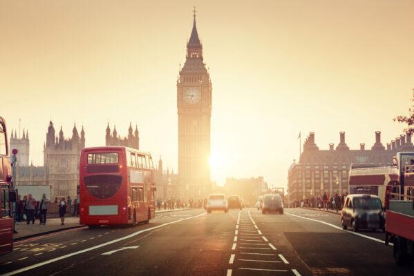 Westminster Brück bei Sonnenuntergang mit Bus