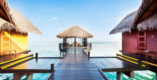 Adaaran Select Hudhuranfushi Steg