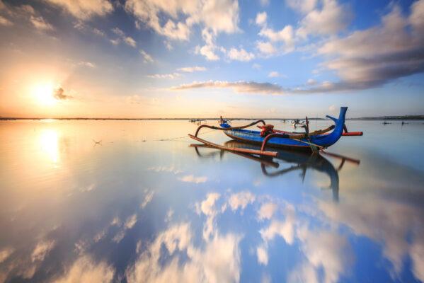 Bali Boot im Meer