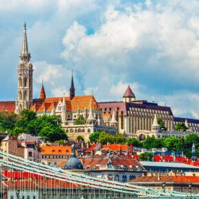 Städtetrip Budapest: 3 Tage im zentralen 4.5* Hotel mit Flug für 84€