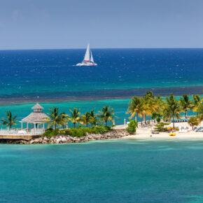 Karibik: 15 Tage Jamaika mit Strandunterkunft & Flug nur 451€