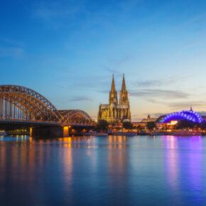 Partynacht auf dem Rhein in Köln: 2 Tage luxuriöse Flusskreuzfahrt mit Halbpension für 39€