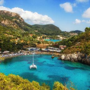 Griechenland: 7 Tage Korfu mit 4* Hotel, All Inclusive, Flug, Transfer & Zug nur 350€