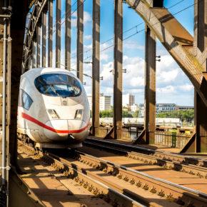 Deutsche Bahn möchte traditionelle Fahrkarte abschaffen & sicherer werden