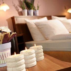Hotel Lellmann Ludwig Zimmer mit Kerzen