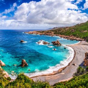 Familienurlaub Osterferien: 7 Tage Sardinien im 4* Hotel mit All Inclusive, Flug, Transfer & Zug für 465€