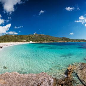 Mega-Deal: 8 Tage auf Sardinien in Junior-Villa mit Pool & Flug nur 49€