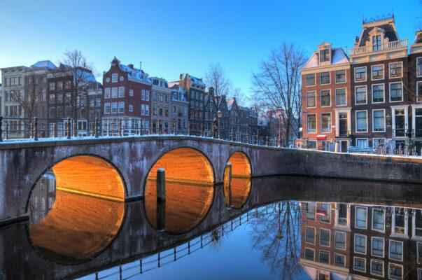 Amsterdam Brücke im Winter