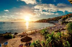 Ibiza Frühbucher: 7 Tage im 4* Hotel mit All Inclusive, Flug, Transfer & Zug nur 454€