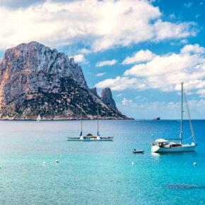 Ibiza: 7 Tage im TOP 4* Hotel mit Halbpension, Flug, Transfer & Zug für 348€