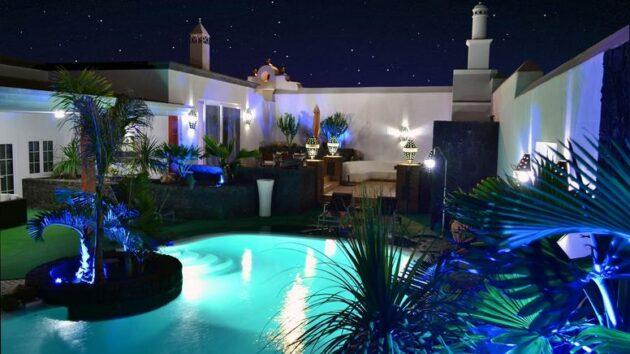 Ferienvilla Lanzarote Pool bei Nacht
