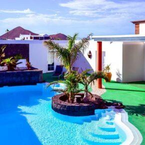 Ferienvilla Lanzarote Pool mit Wasserfall